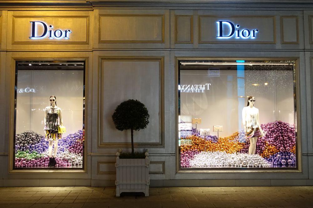 HappyFace31321-Window-shopping-Vienna-Dior