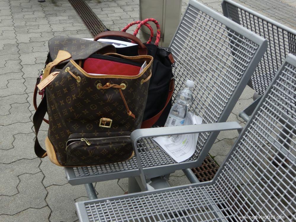 waiting for the train… / auf den Zug wartend...