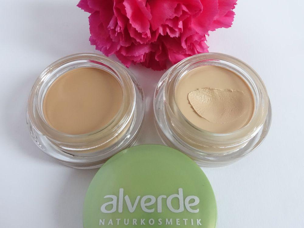 Alverde Mousse Make-up 04 toffee (li), 01 porcelain (re)