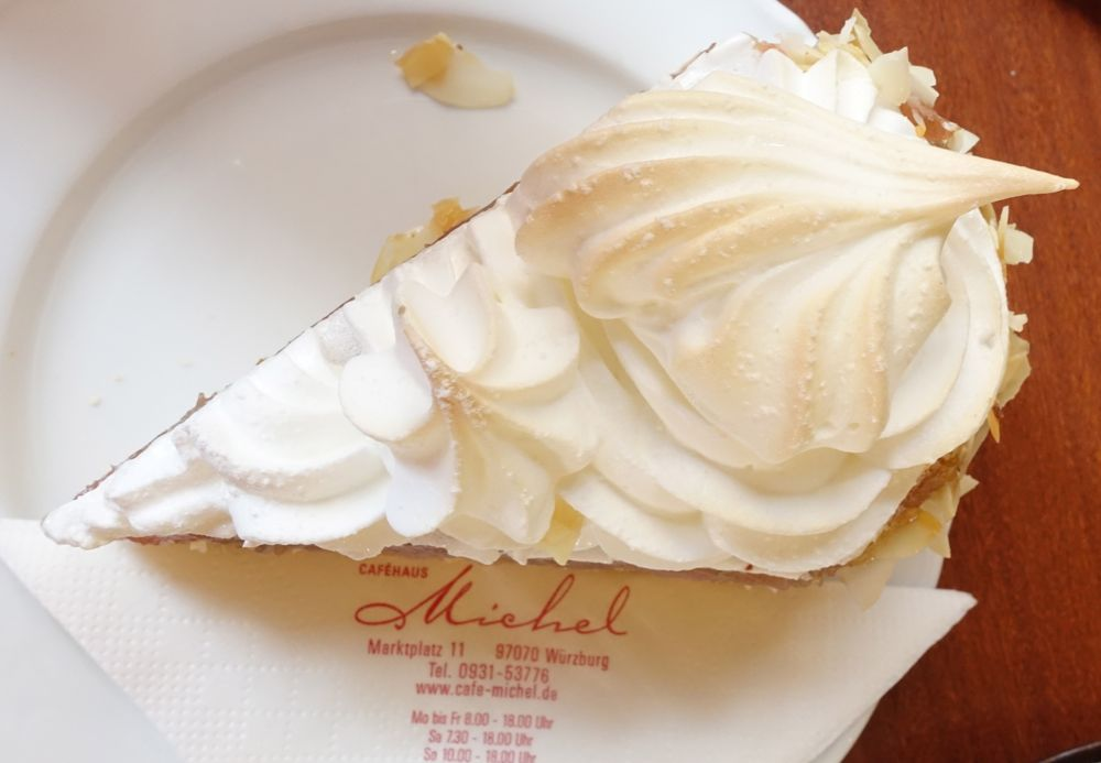 Café Michel Würzburg - die Baiserhaube! / meringue topping!