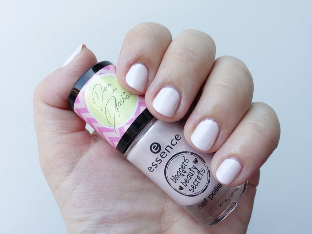 Swatch - essence trend edition nail polish 01 be happy + smile