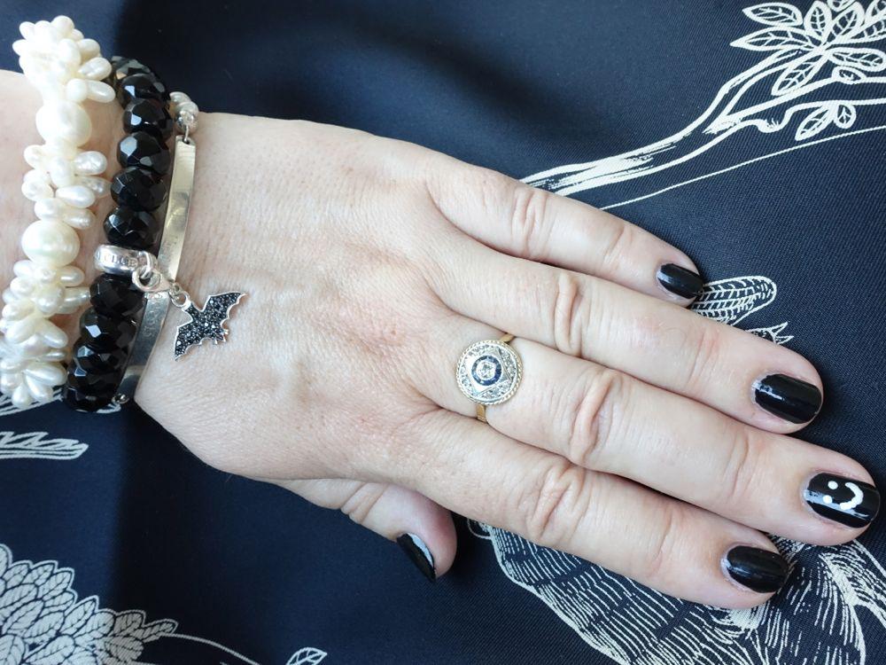 schwarzes und weisse Thomas Sabo Armbänder