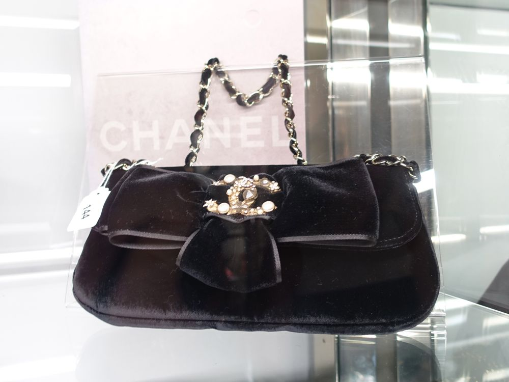 CHANEL Vintage Auction Dorotheum - Lot 144 Black Velvet Evening Bag