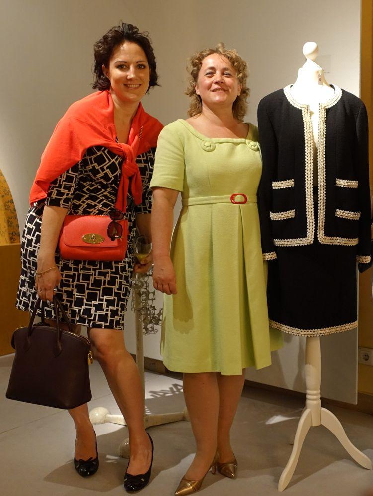 Macs und Frau Höpp mit CHANEL Kostüm