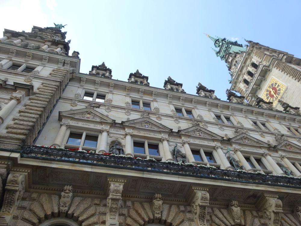 look up - Hamburg's town hall / Hamburger Rathaus