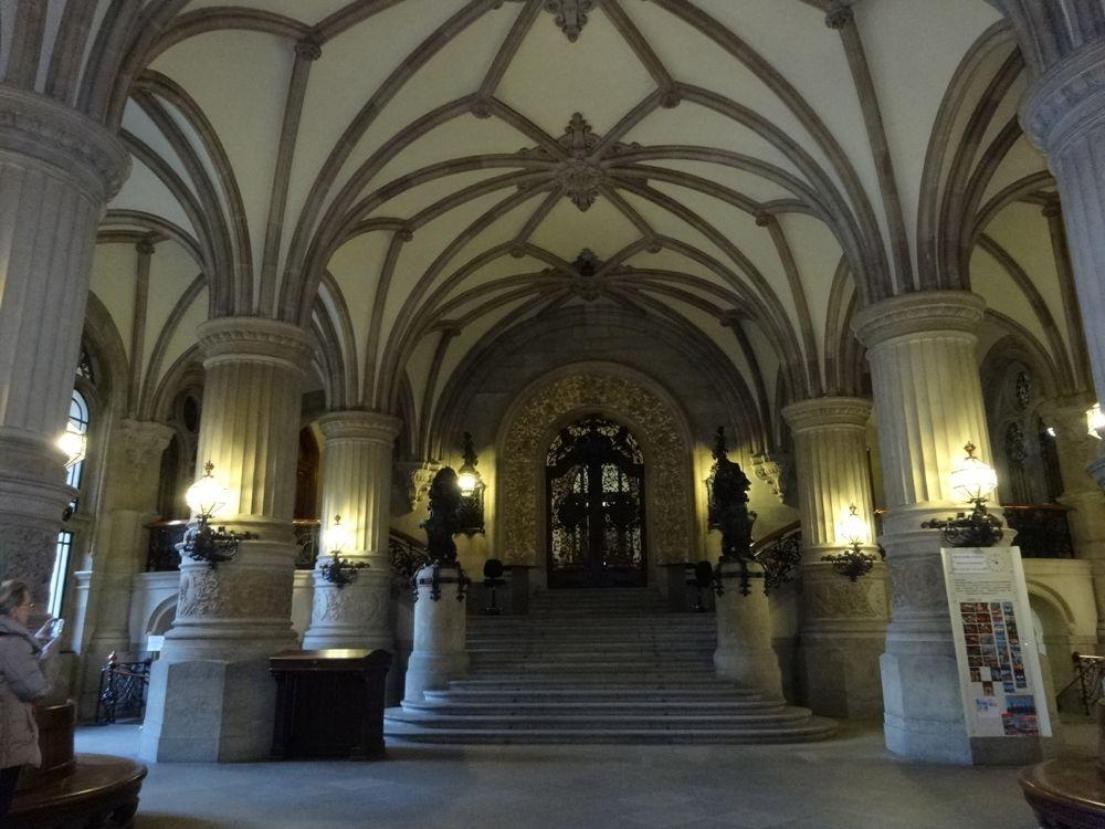 inside city hall / im Inneren des Rathauses
