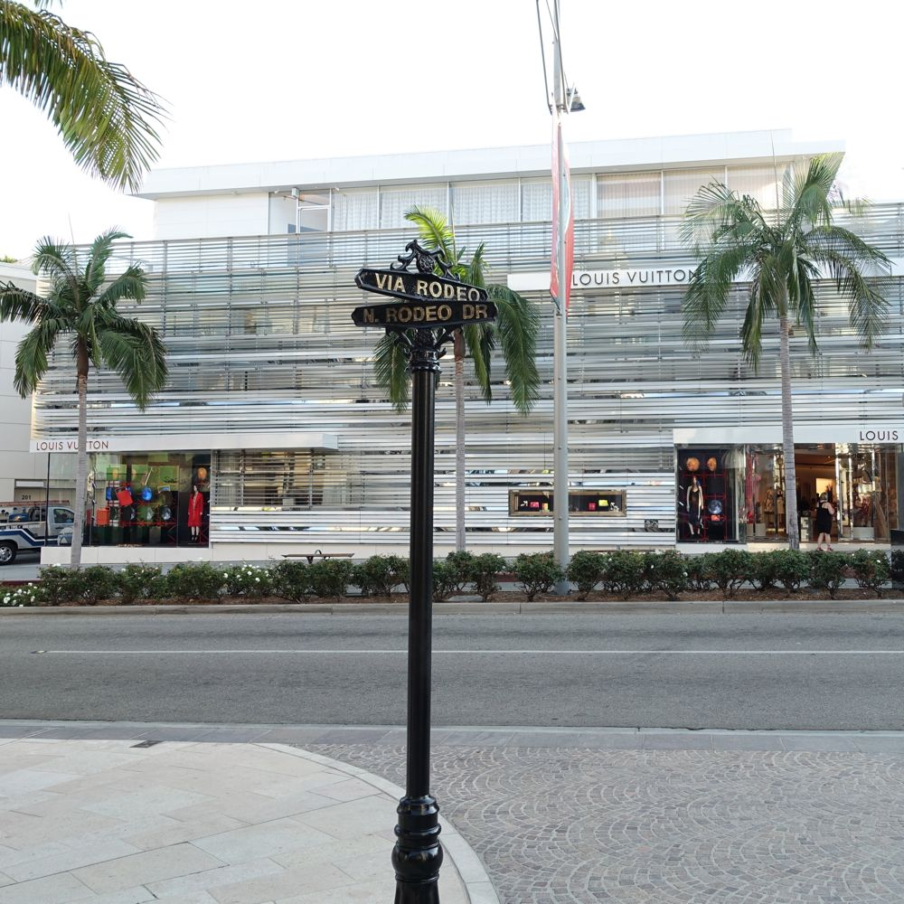 HappyFace313-Beverly-Hills-Rodeo-Dr-Louis-Vuitton