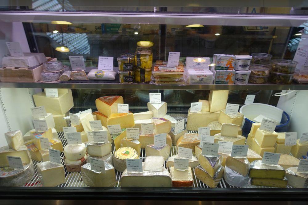 delicious cheeses / köstlicher Käse