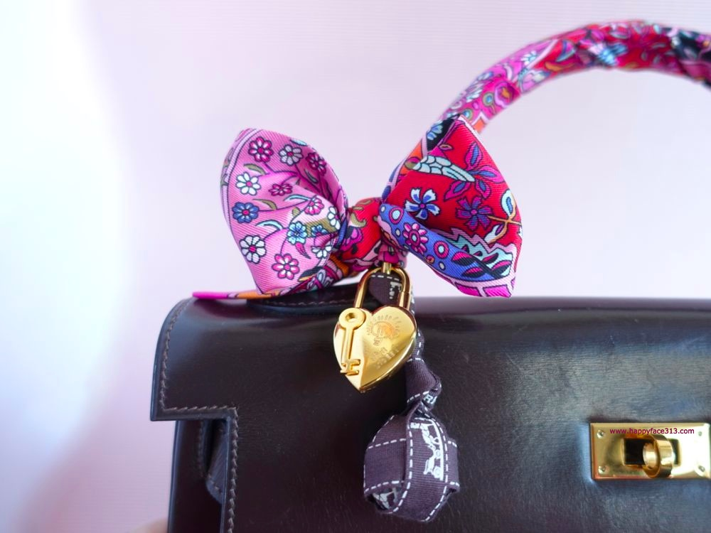happyface313-u30-blogger-and-friends-going-pink-ribbon-twilly-hermes-bag