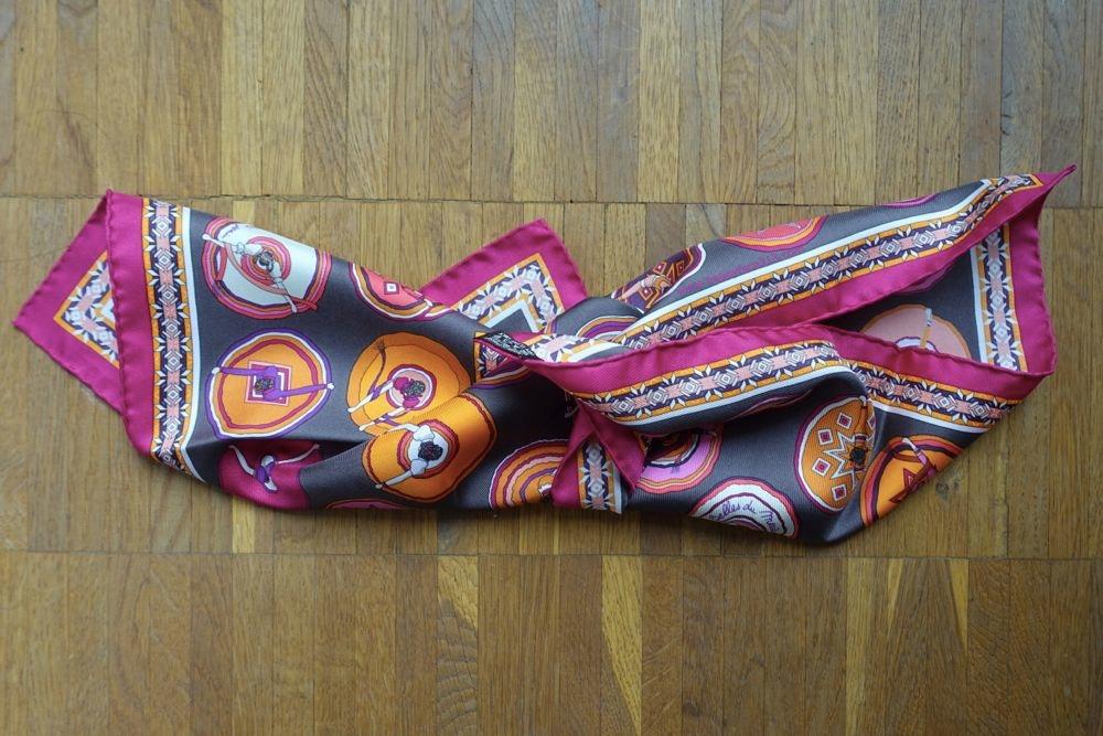 HappyFace313-How-I-wear-my-neckerchief-turn-and-knot