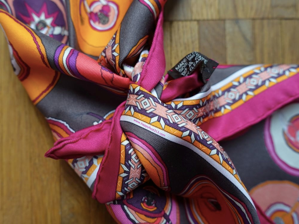 HappyFace313-How-I-wear-my-neckerchief-knot-ends-once