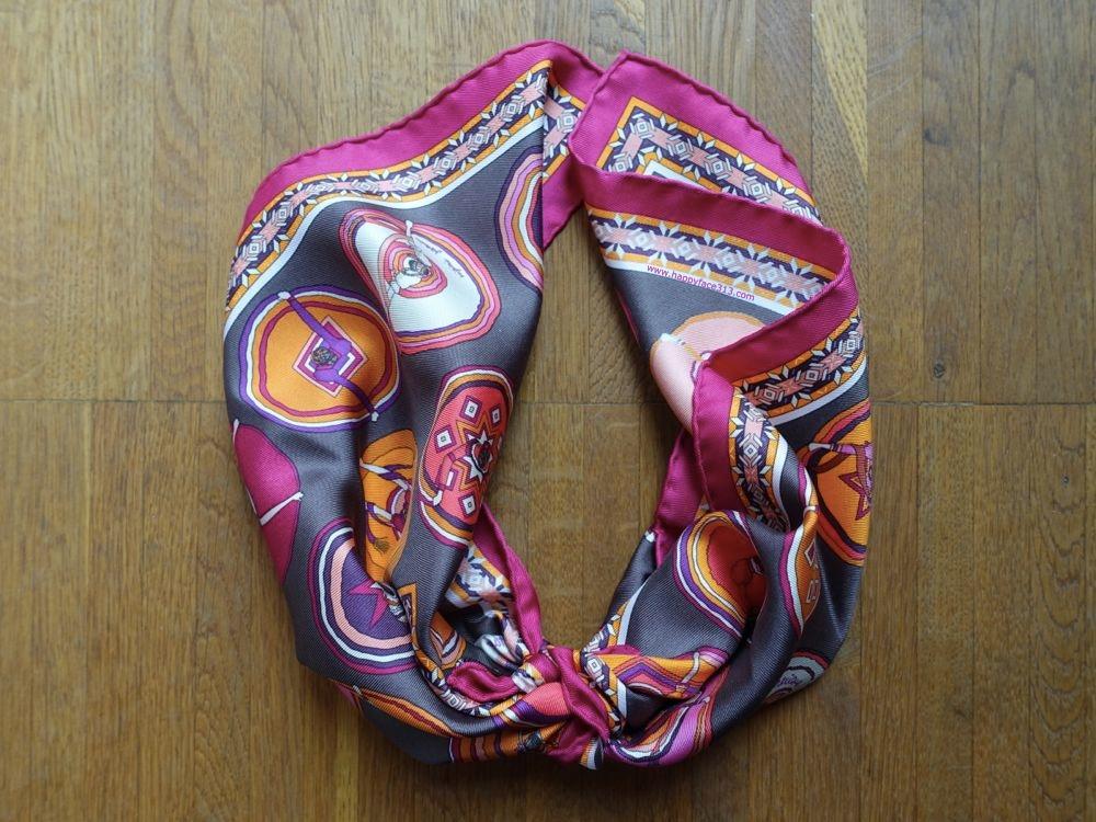 HappyFace313-How-I-wear-my-neckerchief-adjust