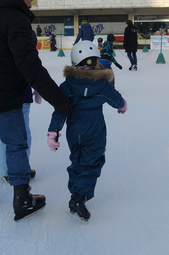 Schlittschuhlaufen-HappyFace313