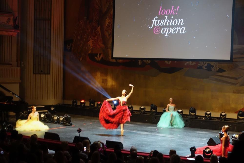 fashion-at-opera-HappyFace313