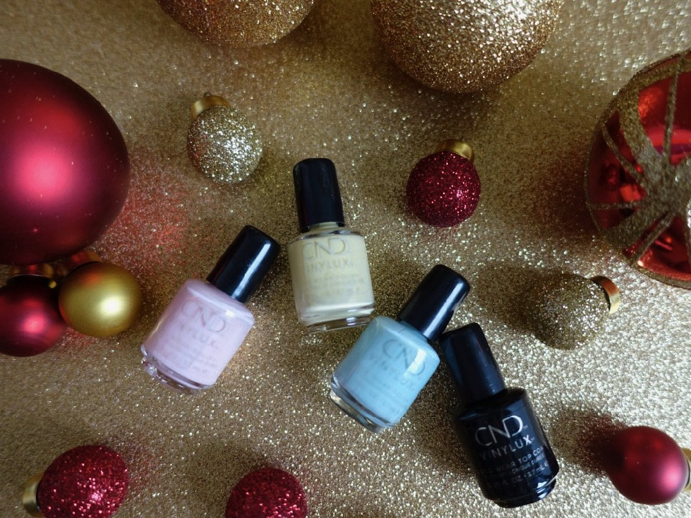 Bloggin around the Christmas Tree